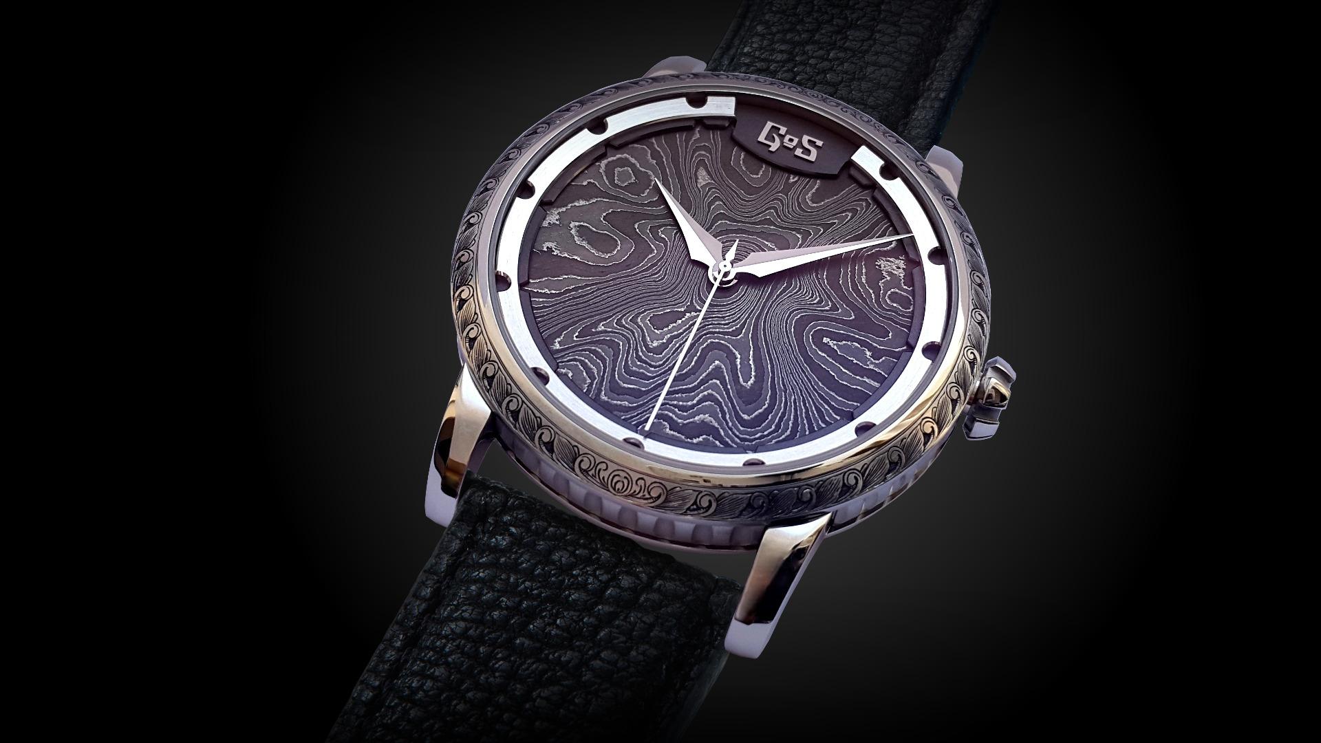 Sarek Akka med armband i svart älgskinn