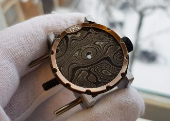 Vring monochrome dial bronze chapter ring